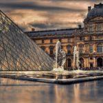 Чем интересен Лувр в Париже?
