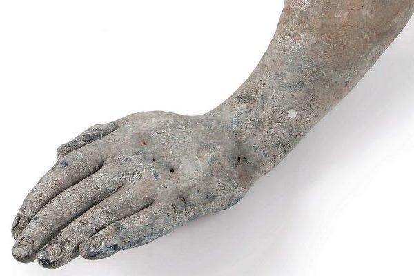 Рука статуи Георгу III